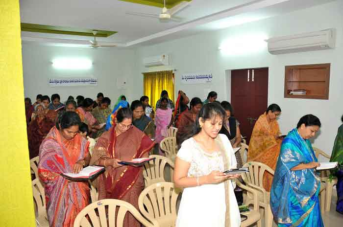 picture of congregation-women